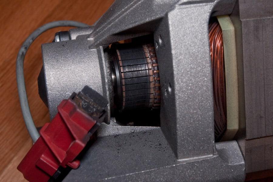 Щетки на двигателе стиральной машинки