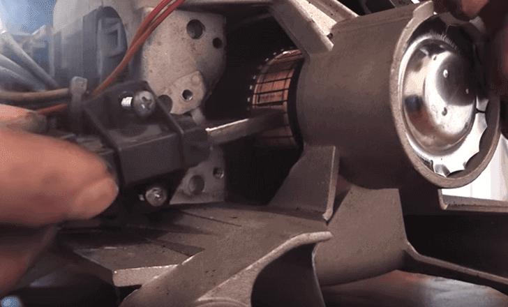 установка щеток на двигатель